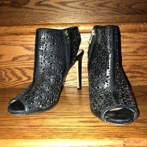 Ann Taylor: (8:5) Black Leather Filigree Cut Heels